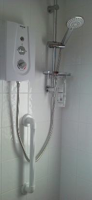 Thermostatic electric safety shower